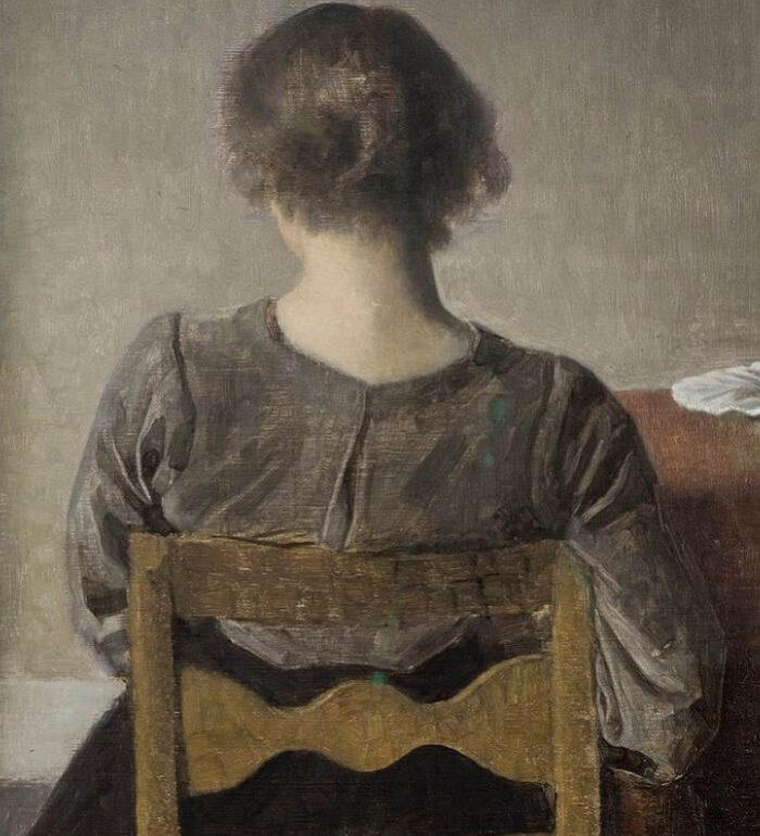 Grafika przedstawia kobietę siedzącą na krześle plecami do odbiorcy. Po jej prawej stronie znajduje się stół z białym talerzem. Kobieta ma na sobie szarą koszulę i ciemnąspódnicę. Kolorystyka obrazu utrzymana jest w szarościach, beżach i brązach. Nastrój - smutny, melancholijny, refleksyjny.